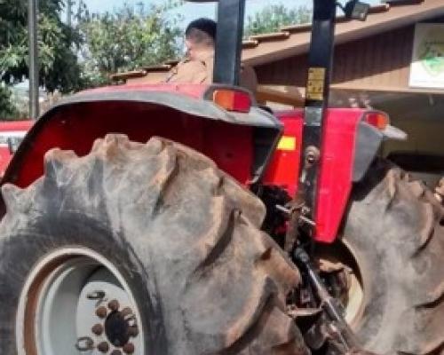Trator roubado no Rio Grande do Sul é recuperado em Pranchita