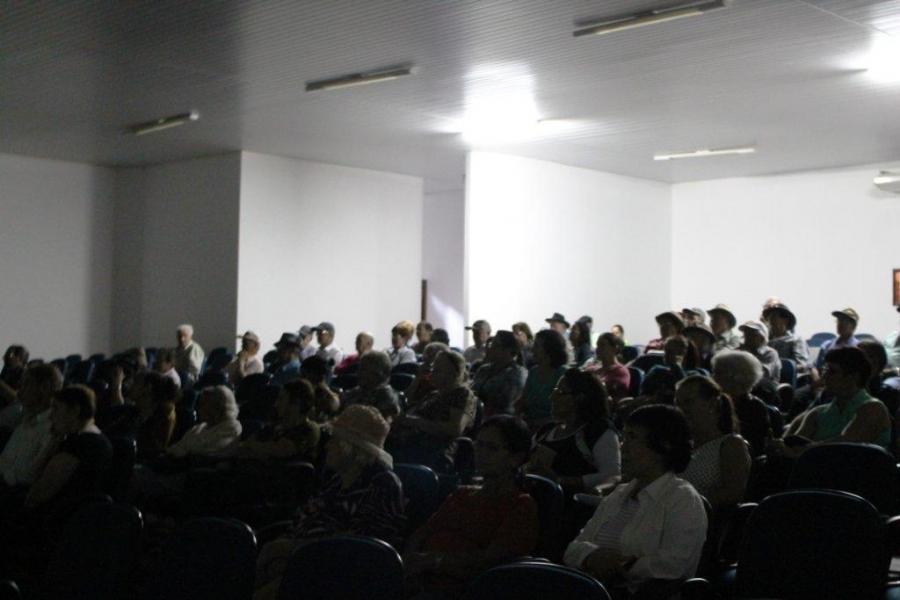 Grande participação de idosos de Capitão em Palestra sobre doenças que acometem a saúde